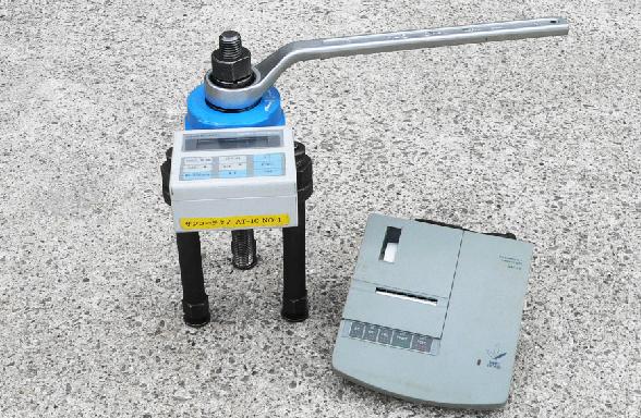 レンチ式加圧装置(デジタル表記)