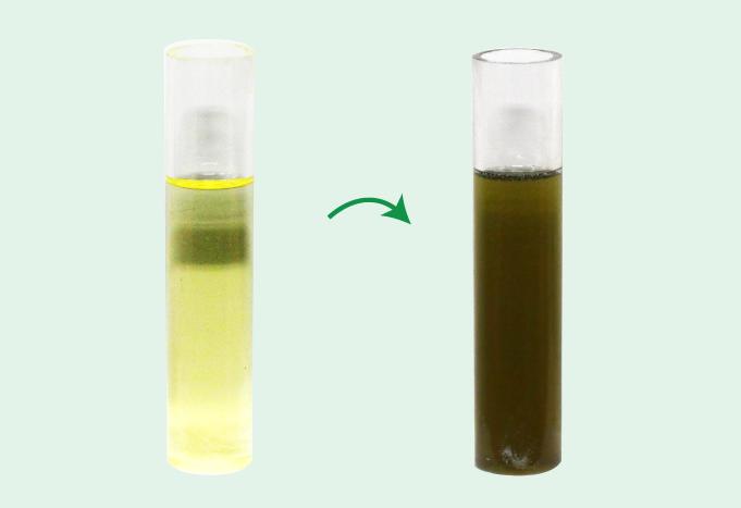 オイルの新品との比較:茶色く濁っています