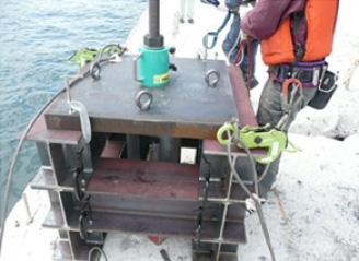 引抜試験(引張試験)用架台・ジグ・試験機設置状況
