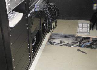 事例1:音響設備ラック